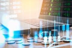 Γραφική παράσταση των στοιχείων χρηματιστηρίου και οικονομικός με την ανάλυση IND αποθεμάτων Στοκ Εικόνες