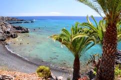 Γραφική παραλία και ηφαιστειακοί βράχοι σε Alcala Tenerife Στοκ Φωτογραφία