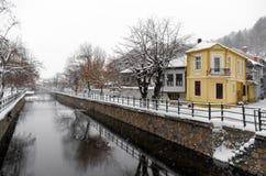 Γραφική χειμερινή σκηνή από τον ποταμό της Φλώρινας, μια μικρή πόλη στη βόρεια Ελλάδα Στοκ εικόνα με δικαίωμα ελεύθερης χρήσης