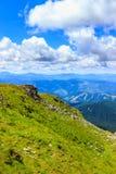Γραφικό Καρπάθιο τοπίο βουνών το καλοκαίρι, άποψη από το ύψος, Ουκρανία Στοκ εικόνα με δικαίωμα ελεύθερης χρήσης