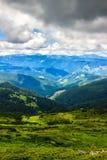 Γραφικό Καρπάθιο τοπίο βουνών το καλοκαίρι, άποψη από το ύψος, Ουκρανία Στοκ εικόνες με δικαίωμα ελεύθερης χρήσης