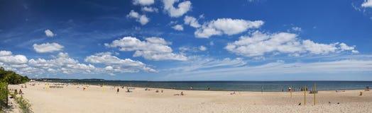 Γραφικό πανοραμικό τοπίο της βαλτικής ηλιόλουστης παραλίας στο oliwa του Γντανσκ το καλοκαίρι Στοκ εικόνες με δικαίωμα ελεύθερης χρήσης