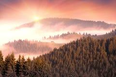 γραφικό σπίτι στην ομίχλη Στοκ Εικόνες