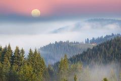 γραφικό σπίτι στην ομίχλη Στοκ φωτογραφίες με δικαίωμα ελεύθερης χρήσης