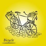 Γραφικό σχέδιο: αναδρομικό ποδήλατο με ένα καλάθι των λουλουδιών στο πεζοδρόμιο πετρών στο όμορφο κίτρινο υπόβαθρο Στοκ Φωτογραφία