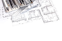 Γραφικό σχέδιο του σύγχρονου διαμερίσματος με τους σχεδιαστές που σύρουν τα εργαλεία Στοκ φωτογραφία με δικαίωμα ελεύθερης χρήσης