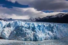 Γραφικό τοπίο βουνών με Perito Moreno Glacier Στοκ φωτογραφία με δικαίωμα ελεύθερης χρήσης
