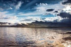 Γραφικό τοπίο ενός ποταμού βουνών με το παραδοσιακό natur Στοκ φωτογραφία με δικαίωμα ελεύθερης χρήσης