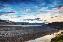 Γραφικό τοπίο ενός ποταμού βουνών με το παραδοσιακό natur Στοκ Φωτογραφία