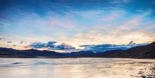 Γραφικό τοπίο ενός ποταμού βουνών με το παραδοσιακό natur Στοκ εικόνες με δικαίωμα ελεύθερης χρήσης