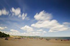 Γραφικό τοπίο της βαλτικής ηλιόλουστης παραλίας στο oliwa του Γντανσκ το καλοκαίρι Στοκ φωτογραφία με δικαίωμα ελεύθερης χρήσης