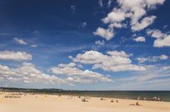 Γραφικό τοπίο της βαλτικής ηλιόλουστης παραλίας στο oliwa του Γντανσκ το καλοκαίρι Στοκ εικόνες με δικαίωμα ελεύθερης χρήσης