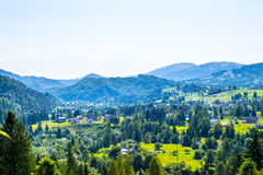 Γραφικό χωριό στα βουνά Στοκ Εικόνες