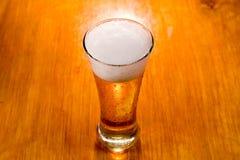 γυαλί εστίασης μπύρας εκ& Στοκ Φωτογραφία