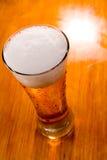 γυαλί μπύρας ανασκόπησης π Στοκ φωτογραφία με δικαίωμα ελεύθερης χρήσης