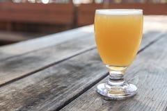 Γυαλί μπύρας τεχνών στοκ εικόνα με δικαίωμα ελεύθερης χρήσης