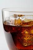 γυαλί ποτών κόλας Στοκ εικόνα με δικαίωμα ελεύθερης χρήσης