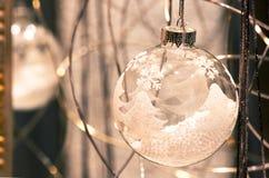γυαλί Χριστουγέννων σφα&iot Στοκ Φωτογραφία