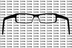 Γυαλιά αγάπης μόδας σε μια μαύρη πλαστική μορφή καρδιών πλαισίων ελεύθερη απεικόνιση δικαιώματος