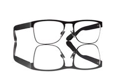 Γυαλιά ανάγνωσης που απομονώνονται σε ένα άσπρο υπόβαθρο στοκ φωτογραφία