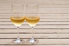 γυαλιά δύο άσπρο κρασί Στοκ εικόνες με δικαίωμα ελεύθερης χρήσης