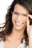 γυαλιά ευτυχή σχετικά με τη γυναίκα στοκ εικόνα