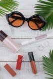 Γυαλιά ηλίου, καλλυντικό και skincare Στοκ εικόνες με δικαίωμα ελεύθερης χρήσης