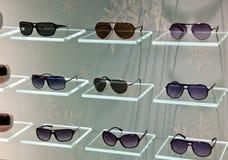 γυαλιά ηλίου καταστημάτων μόδας Στοκ Εικόνες