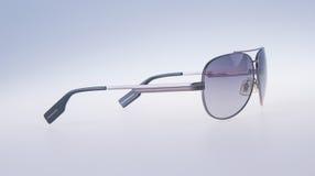Γυαλιά ηλίου που απομονώνονται στο υπόβαθρο γυαλιά ηλίου που απομονώνονται στο θόριο Στοκ Εικόνες
