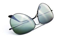 Γυαλιά ηλίου στην άσπρη ανασκόπηση Στοκ Εικόνες