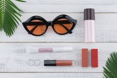 Γυαλιά ηλίου, φροντίδα καλλυντικών και δέρματος Στοκ Εικόνες