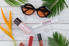 Γυαλιά ηλίου, φροντίδα καλλυντικών και δέρματος Στοκ φωτογραφία με δικαίωμα ελεύθερης χρήσης