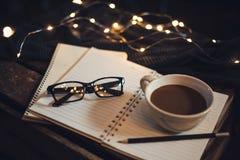 Γυαλιά και καφές στοκ εικόνες με δικαίωμα ελεύθερης χρήσης