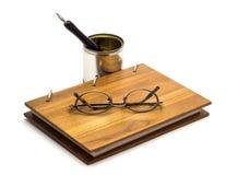 Γυαλιά και σημειωματάριο Στοκ Φωτογραφίες