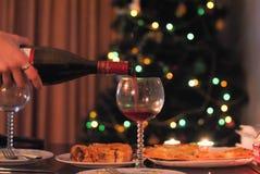 Γυαλιά, κρασί και πίνακας του νέου έτους στοκ φωτογραφία με δικαίωμα ελεύθερης χρήσης