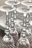 Γυαλιά κρασιού στον πίνακα Στοκ Εικόνες