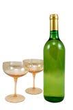 γυαλιά μπουκαλιών δύο κρασί Στοκ φωτογραφία με δικαίωμα ελεύθερης χρήσης