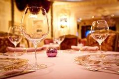 Γυαλιά που τίθενται κενά στο εστιατόριο Στοκ Εικόνα