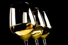 γυαλιά τρία άσπρο κρασί στοκ εικόνα με δικαίωμα ελεύθερης χρήσης