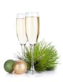 Γυαλιά CHAMPAGNE, firtree και ντεκόρ Χριστουγέννων Στοκ εικόνες με δικαίωμα ελεύθερης χρήσης