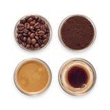 Γυαλιά Espresso που γεμίζουν με τον καφέ Στοκ Φωτογραφίες