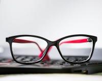 Γυαλιά, lap-top Στοκ Φωτογραφίες