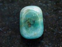 γυαλισμένη πέτρα πολύτιμων λίθων ηλιοτροπίων στο σκοτάδι Στοκ φωτογραφία με δικαίωμα ελεύθερης χρήσης