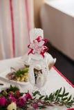 γυαλί επιτραπέζιος γάμος κουκλών διακοσμήσεων ζευγών Στοκ Φωτογραφίες