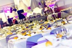 γυαλί επιτραπέζιος γάμος κουκλών διακοσμήσεων ζευγών Στοκ Εικόνες