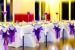 γυαλί επιτραπέζιος γάμος κουκλών διακοσμήσεων ζευγών Στοκ Εικόνα