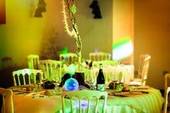 γυαλί επιτραπέζιος γάμος κουκλών διακοσμήσεων ζευγών Στοκ Φωτογραφία