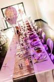 γυαλί επιτραπέζιος γάμος κουκλών διακοσμήσεων ζευγών Στοκ εικόνες με δικαίωμα ελεύθερης χρήσης