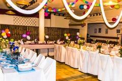 γυαλί επιτραπέζιος γάμος κουκλών διακοσμήσεων ζευγών Στοκ φωτογραφία με δικαίωμα ελεύθερης χρήσης