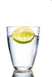 Γυαλί και ασβέστης νερού στοκ φωτογραφίες με δικαίωμα ελεύθερης χρήσης